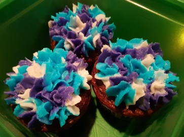 Blue White Purple Flower Cupcakes (1)