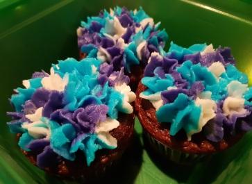 Blue White Purple Flower Cupcakes (3)
