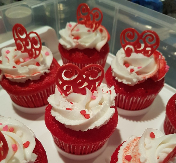 Red Heart Chocolate Topper Xmas Cupcakes (2)