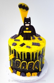 Batman Drip Cake - Original (1)