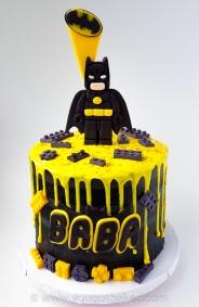 Batman Drip Cake - Original (5)